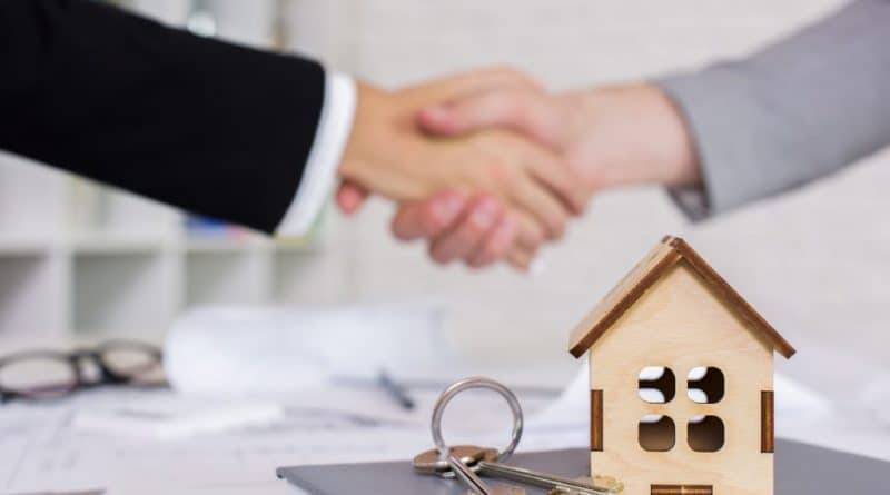 shaking hands after deal| What makes a good property manager